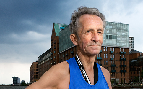 """Quelle: Karsten Thormaehlen Horst Preisler ist 78 Jahre alt und Ultramarathonläufer. Fotograf Karsten Thormaehlen hat ihn für seine Serie """"Silver Heroes"""" fotografiert."""